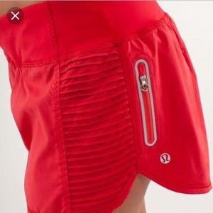 Lululemon run: bright at night shorts sz. 6